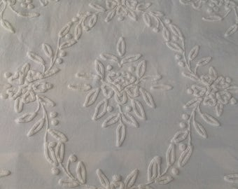 Vintage White on White Cabin Crafts NEEDLETUFT Chenille Bedspread ~ Full/Queen