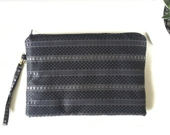 Wallet in jacquard with wrist strap