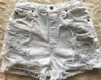 Vintage destroyed white Levi's (size 2-4)