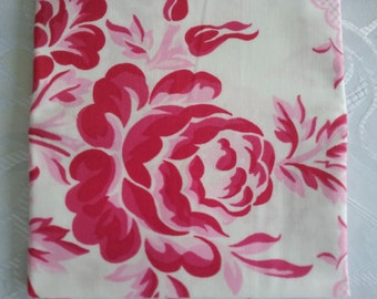 Fat Quarter//100% Quality Cotton//Quilting fabric//Rose//floral//pink//quilt//craft//patchwork