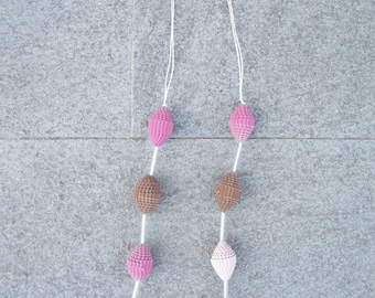 "Paper necklace ""pink"""