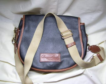 Authentic Dooney and Bourke purse bag Used but in great condition!