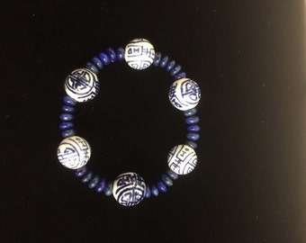 Asian look glass blue and white bracelet