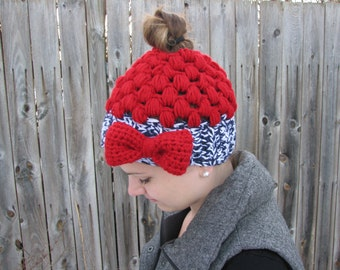 Messy bun hat with detachable bow