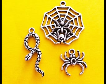 mixed lot of 3 spiders and snake, aged silver charms pendants