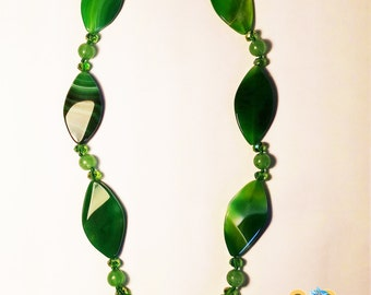 Russian exclusive necklace made of Russian malachite
