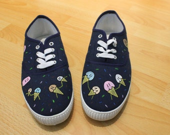 Shoes painted by hand with cornets