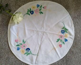 Vintage Small Circular Applique Table Cloth
