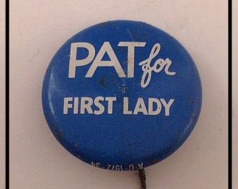 Vintage pins/buttons/flair/ political lot of 5