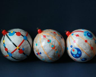 Christmas decorations: balls (three pieces in the set)