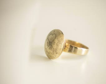 Clover jewelry ring.  Engraved clover band ring. Gold clover band ring. Flower ring.