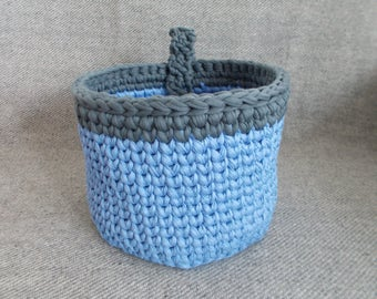 Blue crochet thsirt yarn basket, home decor, towel basket, storage basket, basket with handel, knit, yarn, toys, blankets, bathroom decor