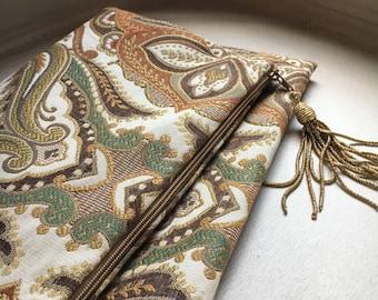Damask fabric clutch