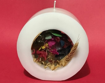 Candle with potpourri