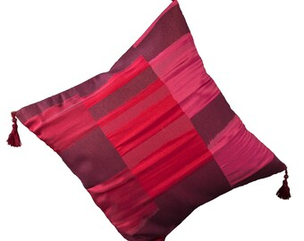 Cushion cover/pillow 40 x 40 cm, red patterned with tassels