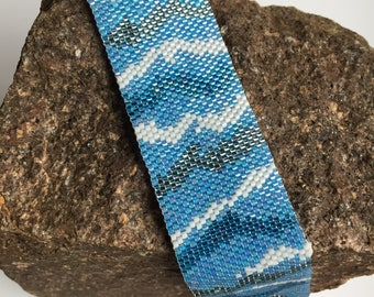 Ocean Blue Pearl bracelet