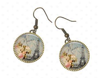 Tour Eiffel Paris vintage sur boucles d'oreilles élégantes, bijoux boho