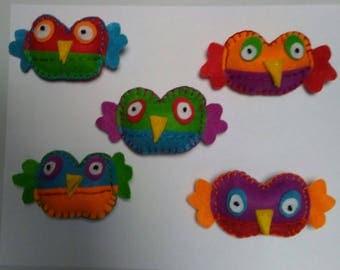 bright cheerful felt owl magnets