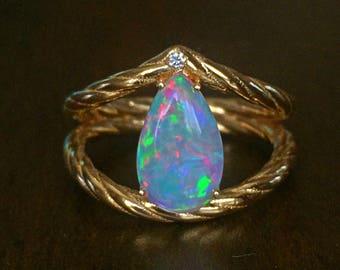 18k Gold Cystal Opal Ring & Diamond