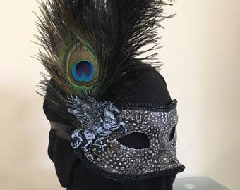Masquerade mask, feathered.