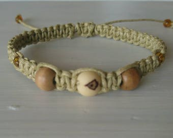 Bracelet macramé knotted with natural beads