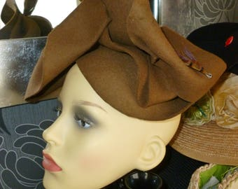 1940's style felt hat. Light coffee colour with long feather and brouch trim.