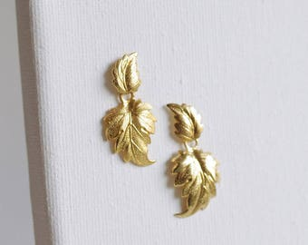 SALE . leaf dangle earrings . leaf stud earrings . autumn leaf jewelry . leaf jewelry . leaves earrings . leaf drop earrings // 2LNDN
