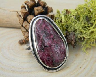 Beautiful Russian Eudialyte Ring - size 8.25 - Sterling Silver - Rustic