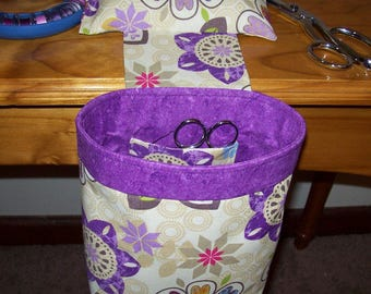 Scrap Caddy, Thread Catcher, Pincushion - With Rubberized Gripper Strip - Multi Colored Floral on Cream