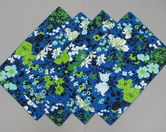 Bold 1970s Floral Placemats Set of 4 Excellent Condition Blue Green Black White Flowers