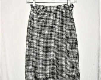 Vintage 60s Black White Houndstooth Pencil Skirt Small