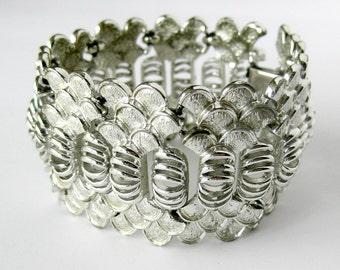 Vintage CORO Bracelet / Textured Silvertone Bracelet / Mermaid Silver Tone Link Bracelet / Wide Bracelet / Vintage Bracelet