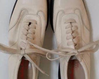 vintage Ferragamo ladies walking shoes SZ8