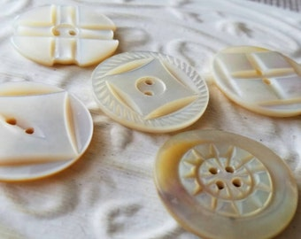 Vintage Buttons - Amazing mother of pearl, 5 large assorted carved  design Victorian(feb 407 17)