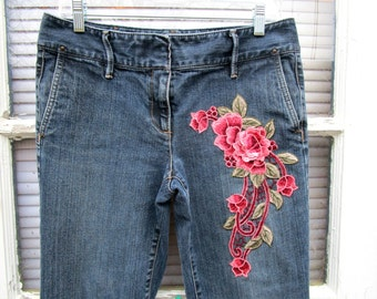 Bohemian Rose Floral Embroidered Applique Denim Trousers// Medium size 6// Ann Taylor Blue Jeans// Festival// emmevielle