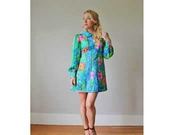 ON SALE 1970s Tropical Dolly Dress >>> Small to Medium