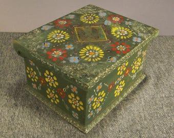 BOX Folk ART Wood  red Daisies Design Hinged Jewelry box  ap 6 1/2 x 5 1/4  x 3  5/8in