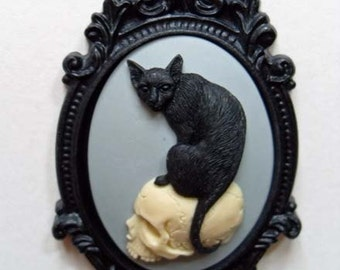 Cat brooch. Cameo brooch. Gothic black cat on skull cameo brooch. Gothic gifts for her. Halloween. Gothic victorian jewelry.