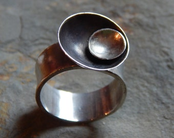 Sterling Silver Flying Saucer Ring, oxidized silver, concave silver circle and black circle, orbit, space, planet, celestial, size 9.5 ring.