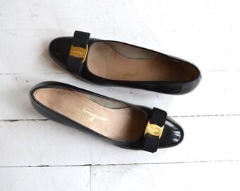 Ferragamo Vara shoes | vintage Salvatore Ferragamo shoes | black Vara skimmers 7.5 AA