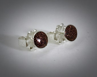 Syerling bauble stud earrings with chestnut brown resin