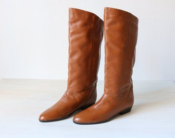 Vintage 1980s Caramel Leather Slouch Calf High Boots / Slip On Boots / Size 10 US
