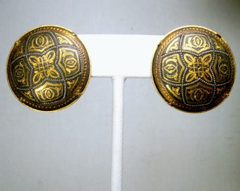 Damascene Clip Earrings, Round Classic Medieval Shields In Etched Black and Gold Metalwork, 1970s, From SPAIN, Very Handsome