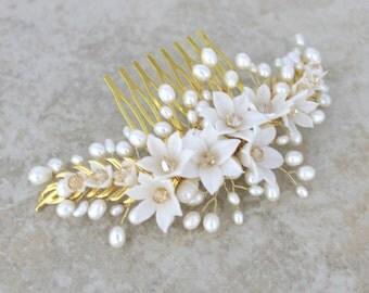 Bridal hair comb, Wedding headpiece, Pearl hair comb, Bridal headpiece, Wedding hair accessories, Bridal hair vine, Gold hair comb