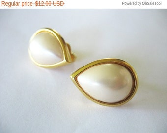 Holiday Sale Crown Trifari Earrings Pearl and Goldtone Teardrops Clip on 1970's