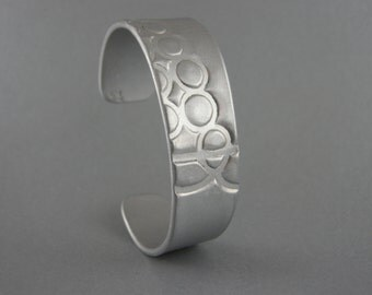 BRACELET,ALUMINUM,HANDMADE,Ooak, Hammered Texture, Leaf imprinted, 11 Gauge,37mm (1 1/8 inch) wide Cuff Bracelet. fits 7  inch Wrist