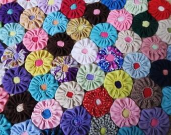 YO YO vintage quilt, 70s throw, bright quilt, funky bedspread, polyester quilt, 1970s decor, homemade quilt, Suffolk Puff, handmade blanket