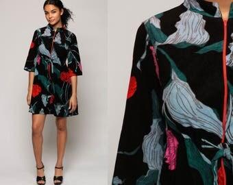 Lounge Dress 70s Floral Print Mod Mini Hippie Robe Dress Black Felt 1970s Shift Boho Vintage 3/4 Sleeve Front Zip Medium Large