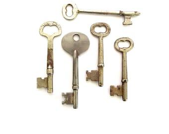 5 Vintage skeleton keys Old skeleton keys Vintage keys Key collection Bridal Key Old keys Skelton keys Old key Group skeleton keys bit #6