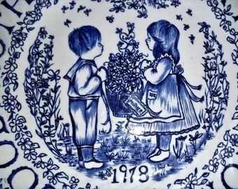 Vintage 1978 Blue Mother's Day Plate
